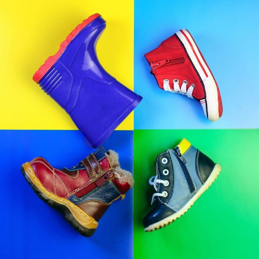 Schuhe für Kleinkinder in bunten Farben